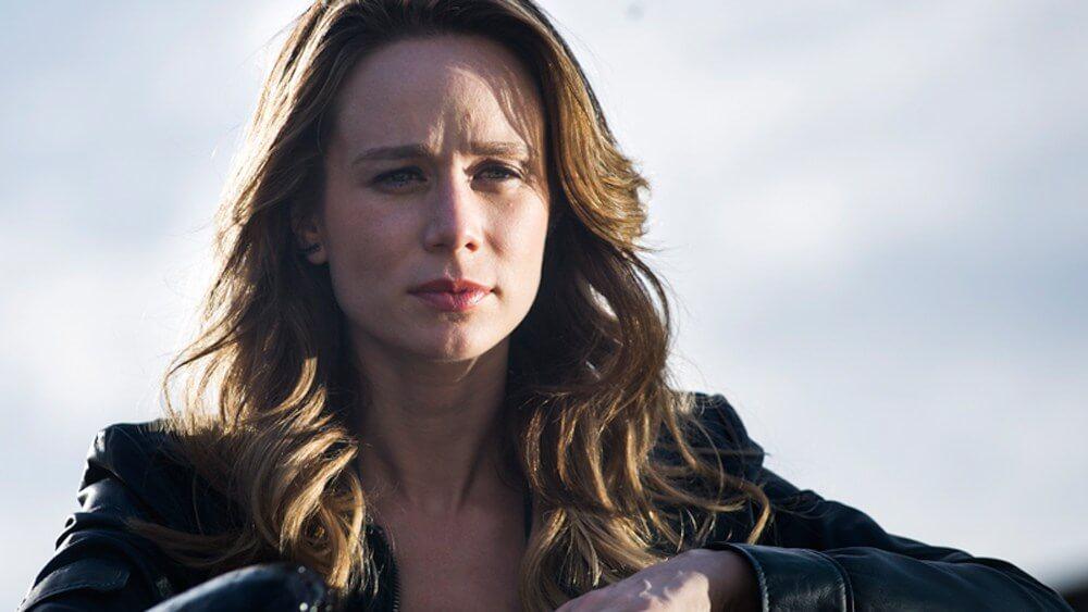 """Giuliana Ximenes em cena da série """"Supermax"""""""